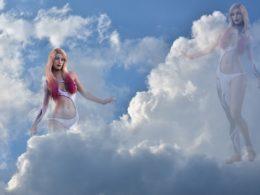 Девушка в облаках